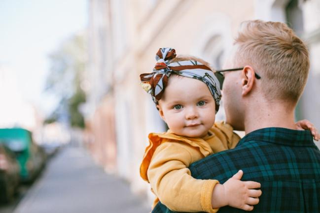 Le congé parental peine à convaincre les pères