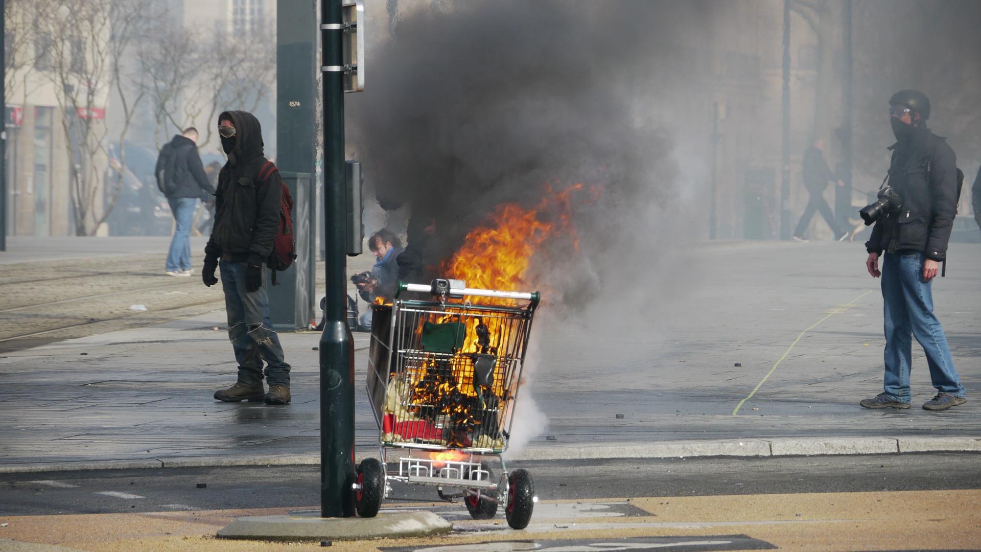 """""""Gilets jaunes"""" : les entreprises chiffrent leurs pertes avant une nouvelle mobilisation"""