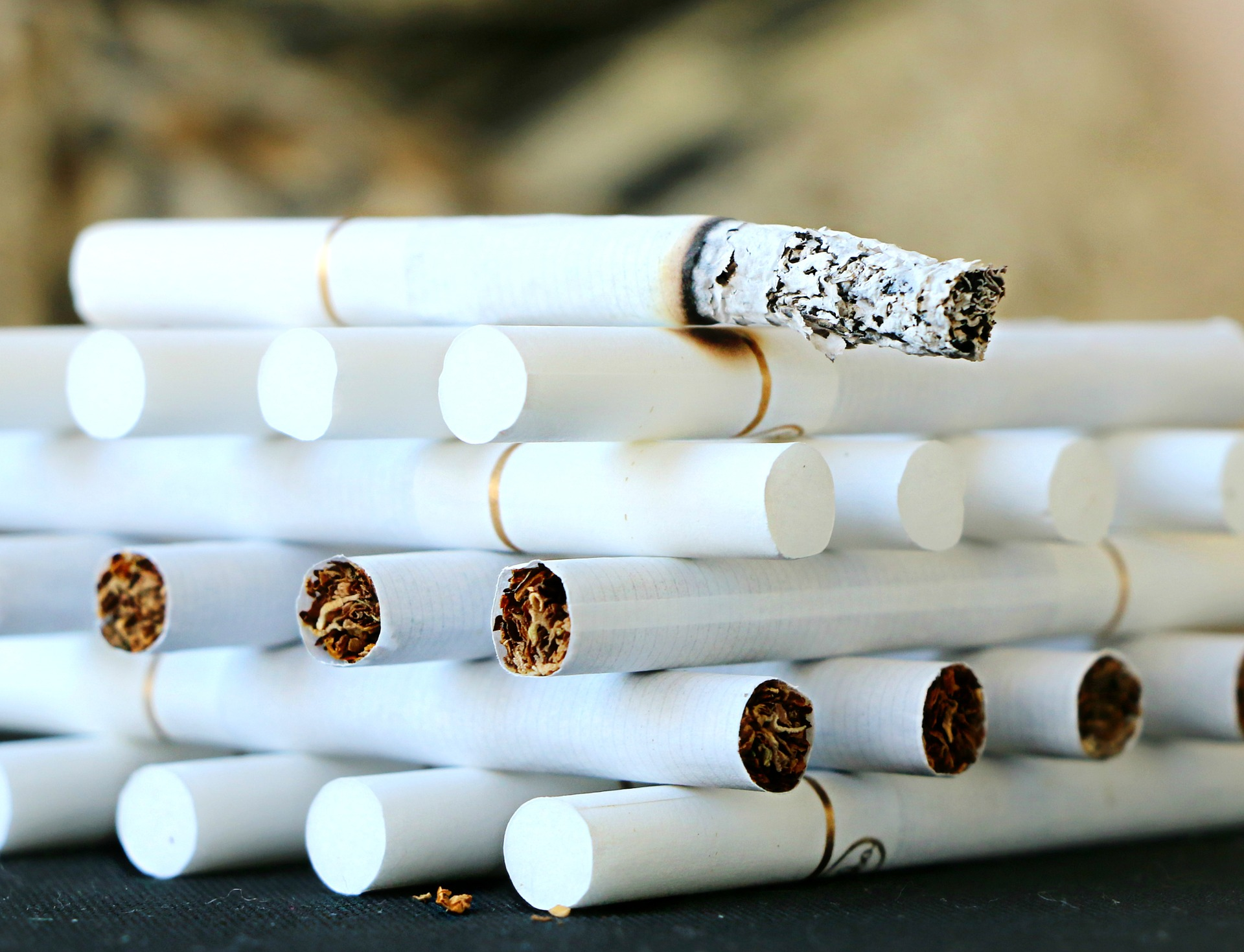 La fiscalité « hors norme » des carburants et du tabac pointée dans une étude